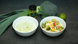 Kycklinggryta med grön curry och blomkålsris